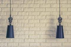 Lampskärmar på en bakgrund för tegelstenvägg royaltyfri fotografi