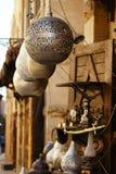 Lampy, rzemiosła, pamiątki w ulicie robią zakupy w Cairo, Egypt Fotografia Stock