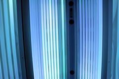 Lampy w skórniczym łóżku z drzwi otwierają Zdjęcia Stock