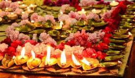 Lampy zsiadać rozprzestrzeniać harmonię i szczęście zdjęcia stock