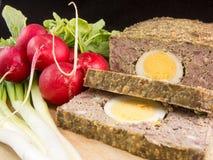 Lamspens met eierenradijzen en groene uien Royalty-vrije Stock Foto's