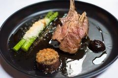 Lamsschotel bij gastronomisch restaurant royalty-vrije stock afbeelding