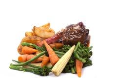 Lamssteel met groente Stock Afbeeldingen