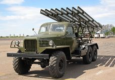 Lançador de foguete múltiplo de Katyusha foto de stock