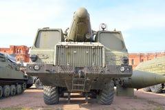 Lançador 9P120 com um foguete 9M76 do temp-s 9K76 complexo do míssil no museu militar da artilharia Imagens de Stock Royalty Free