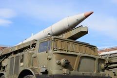 Lançador 2P113 com um míssil 9K52 complexo Luna-m do foguete 2M21 no museu militar da artilharia Fotografia de Stock Royalty Free