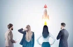 Lançamento da equipe e do foguete do negócio, tonificado fotos de stock royalty free