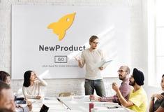 Lançamento de produto novo que introduz no mercado o conceito comercial da inovação imagens de stock