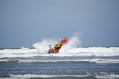 Lançamento do barco salva-vidas no mar Imagens de Stock