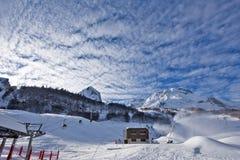 Lanças da neve na ação na estância de esqui de Gourette Fotos de Stock