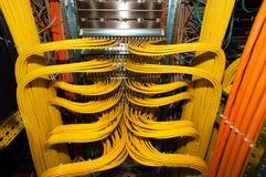 IT LAN在Datacenter的电缆接线多余 免版税库存图片