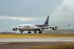 LAN航空公司空中客车340-330航空器 免版税库存照片