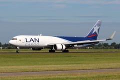 LAN航空公司货物波音767 库存图片