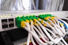 Lan кабеля в комнате сервера компьютера Стоковое Изображение