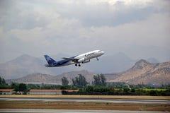 Lan Airbus no aeroporto do Santiago, o Chile Imagem de Stock