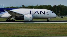 LAN Airlines acepilla el carreteo en la pista, Francfort, FRA