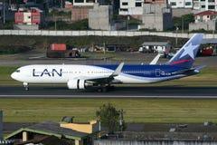 LAN Boeing 767-300 Imagem de Stock Royalty Free