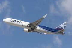 LAN Chile linie lotnicze Boeing 767 bierze daleko od Los Angeles lotniska międzynarodowego Obrazy Stock
