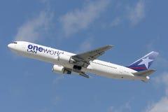 LAN Chile linii lotniczych Boeing 767 samolot bierze daleko od Los Angeles lotniska międzynarodowego Obraz Royalty Free