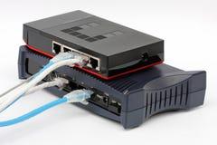 Lan del commutatore e del router di Ethernet sui precedenti bianchi Fotografia Stock Libera da Diritti