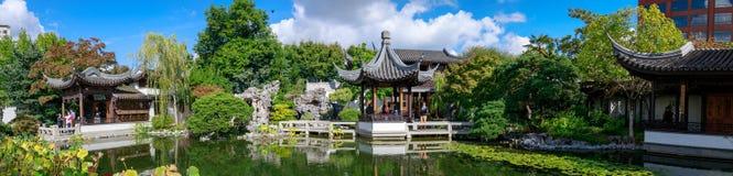 Lan Su Chinese Garden i sommarsäsong Den trädgårds- paviljongen reflekterar i dammet arkivbilder