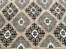 Lana fatta a mano del tappeto modello nazionale ricamato sul tappeto fotografie stock libere da diritti