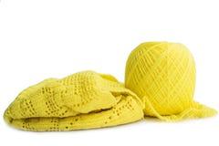 Lana tricottante gialla Fotografie Stock Libere da Diritti