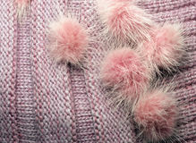 lanas de punto acanaladas como textura con los pompoms de la piel, texturizados hecho punto Fotos de archivo libres de regalías