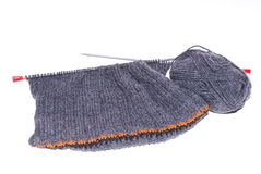 Lanas que hacen punto grises Foto de archivo libre de regalías