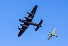 Lancaster bombplan och gatuförsäljare Hurricane arkivbilder