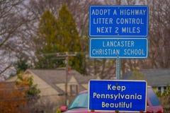LANCASTER, ETATS-UNIS - AVRIL, 18, 2018 : Fermez-vous du signe instructif situé dans les rues de Lancaster du centre Photos libres de droits