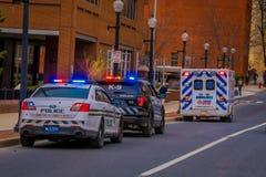 LANCASTER, ETATS-UNIS - AVRIL, 18, 2018 : Vue extérieure des voitures de police dans les rues du centre ville de Lancaster Photo libre de droits