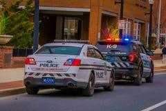 LANCASTER, ETATS-UNIS - AVRIL, 18, 2018 : Vue extérieure des voitures de police dans les rues du centre ville de Lancaster Image stock
