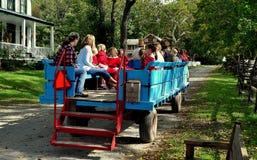 Lancaster, PA : Écoliers dans le chariot de cheval Image stock