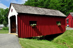 Lancaster, PA: Amish Village Covered Bridge Stock Images