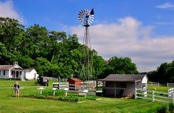 Lancaster, PA: Moinho de vento no museu exterior da vila de Amish fotografia de stock