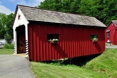 Lancaster, PA: Ponte coberta da vila de Amish imagens de stock