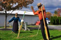 Lancaster, PA: Vogelverschrikkers bij Amish-Landbouwbedrijf & Huismuseum Stock Afbeelding