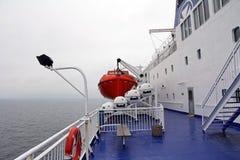 Lance di salvataggio sul grande traghetto Immagini Stock