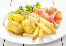 Lance fredde dell'asparago con il prosciutto di Parma Fotografie Stock Libere da Diritti
