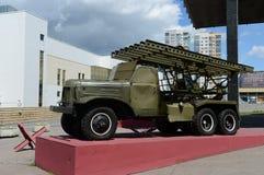 Lanceerinrichting BM-13 ` Katyusha ` op basis van zis-151 het Museum van defensie van Moskou Stock Foto