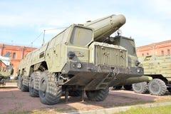 Lanceerinrichting 9P120 met een raket 9M76 van raket complex 9K76 temperatuur-S in Militair Artilleriemuseum Stock Afbeeldingen
