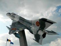 Lanceiro do MiG 21 fora da comissão, usada como uma decoração, perto de Cluj, Imagem de Stock