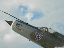 Lanceiro do MiG 21 fora da comissão, usada como uma decoração, perto de Cluj, Imagens de Stock