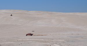Lancelin Dunes: Dünen-Buggy und Motorrad in West-Australien Lizenzfreie Stockfotografie