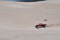 Lancelin Sand Dunes con el coche de playa en Australia occidental Imagen de archivo
