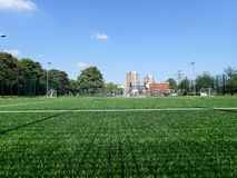 lancement artificiel de l'herbe 3G, centre social de Meriden, Watford photos stock
