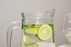Lancement avec de l'eau l'eau douce Images stock