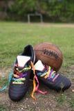 Lancement brésilien de rubans de souhait de bottes du football du football de bonne chance Images stock