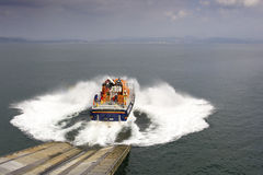 Lancement d'un canot de sauvetage Photo stock